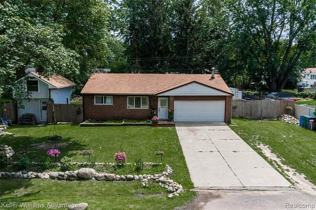 2066 Metzner Rd, Update, MI 48390 (MLS #2210059514) :: Kelder Real Estate Group