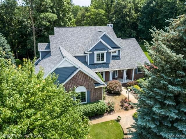 2440 Bevin Crt, Commerce Twp, MI 48382 (MLS #2210060569) :: Kelder Real Estate Group