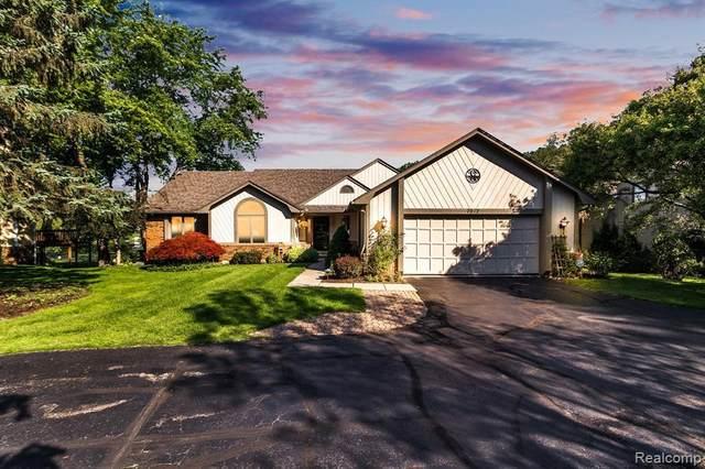 7012 Cedarbank Dr, West Bloomfield, MI 48324 (MLS #2210062745) :: Kelder Real Estate Group