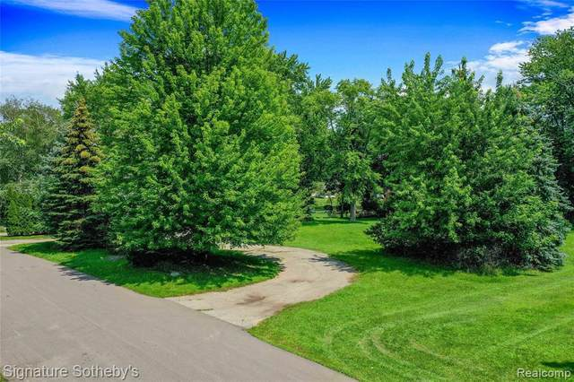 3615 Erie Dr, Orchard Lake, MI 48324 (MLS #2210063682) :: The BRAND Real Estate