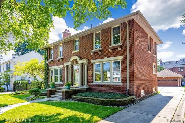 853 Lakepointe St, Grosse Pointe Park, MI 48230 (MLS #2210065961) :: The BRAND Real Estate