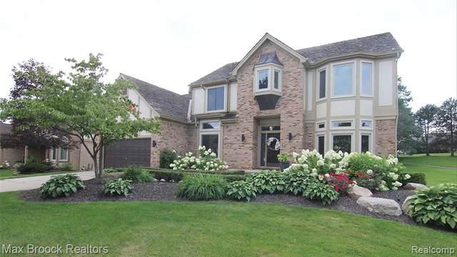 31069 Pine Cone Dr, Farmington Hills, MI 48331 (MLS #2210063172) :: Kelder Real Estate Group