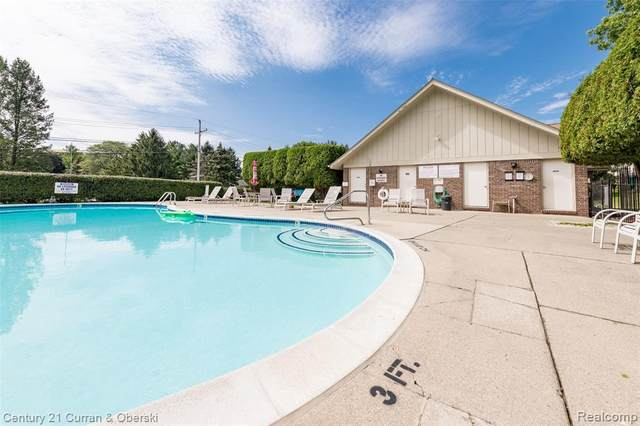 2860 Trailwood Dr, Rochester Hills, MI 48309 (MLS #2210074225) :: The BRAND Real Estate