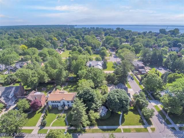 704 Lakepointe St, Grosse Pointe Park, MI 48230 (MLS #2210075676) :: The BRAND Real Estate
