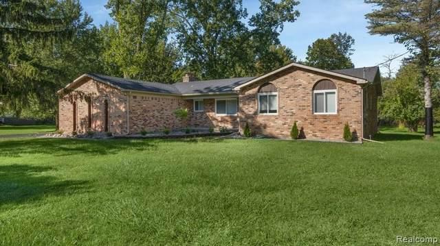 24799 Gleneyrie Dr, Southfield, MI 48033 (MLS #2210078807) :: Kelder Real Estate Group