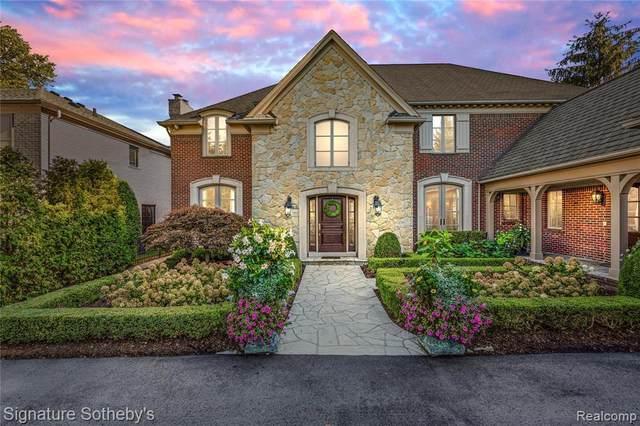 15800 Lakeview Crt, Grosse Pointe Park, MI 48230 (MLS #2210077921) :: Kelder Real Estate Group