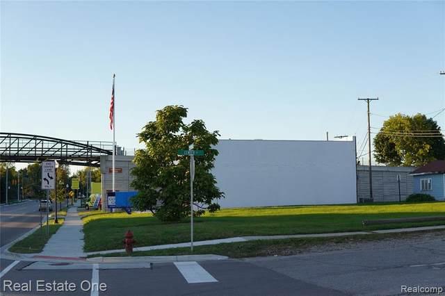 5 Center St, Oxford, MI 48371 (MLS #2210080645) :: The Tom Lipinski Team at Keller Williams Lakeside Market Center