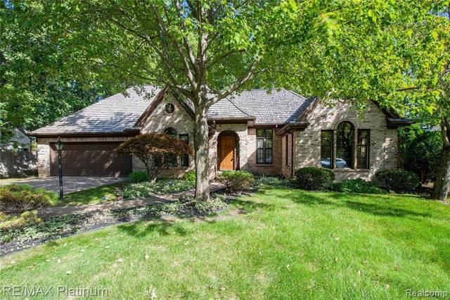 6 Chateaux Du Lac, Fenton, MI 48430 (MLS #2210083399) :: Kelder Real Estate Group