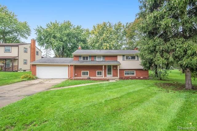 353 Woodbridge Dr, Grand Blanc, MI 48439 (MLS #2210071186) :: Kelder Real Estate Group