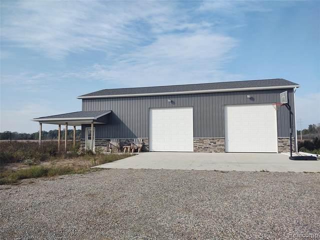 8329 Almont Rd, Almont, MI 48003 (MLS #2210085366) :: Kelder Real Estate Group