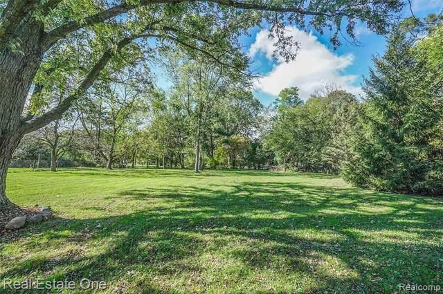 125 Shadywood Rd, Rochester Hills, MI 48307 (MLS #2210086224) :: Kelder Real Estate Group