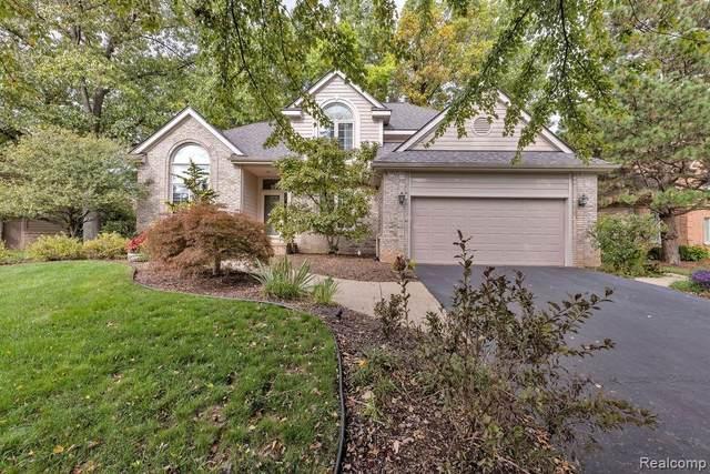 5501 Huron Hills Dr, Update, MI 48382 (MLS #2210086499) :: Kelder Real Estate Group