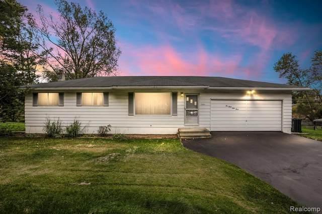 10393 Cooley Lake Rd, Update, MI 48382 (MLS #2210078568) :: Kelder Real Estate Group