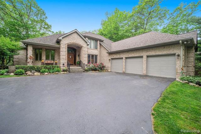 10089 Creekwood Trl, Davisburg, MI 48350 (MLS #2200037337) :: The Tom Lipinski Team at Keller Williams Lakeside Market Center