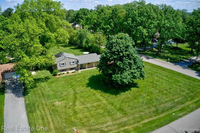 495 Lesdale Dr, Troy, MI 48085 (MLS #2200038395) :: The Tom Lipinski Team at Keller Williams Lakeside Market Center
