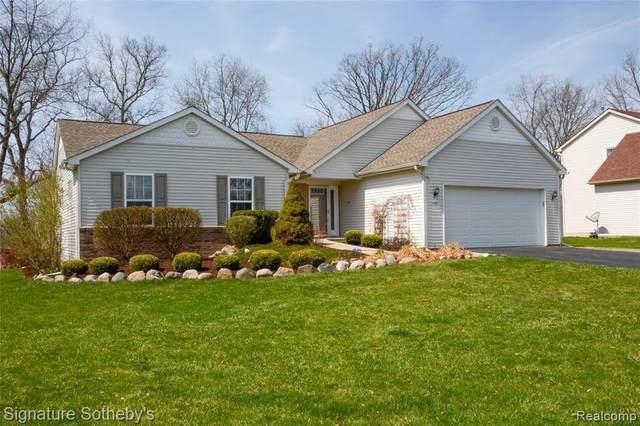 1109 Oakcrest Rd, Howell, MI 48843 (MLS #2210024285) :: The BRAND Real Estate