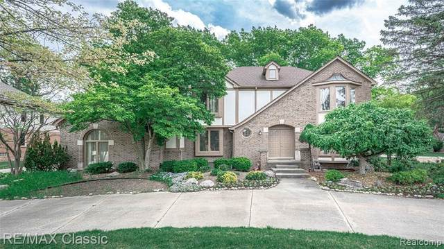 3227 Twin Pond Crt, Bloomfield Twp, MI 48304 (MLS #2210026258) :: Kelder Real Estate Group