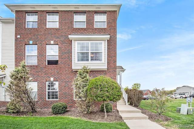 1632 Town Commons Dr, Howell, MI 48855 (MLS #2210034729) :: The BRAND Real Estate