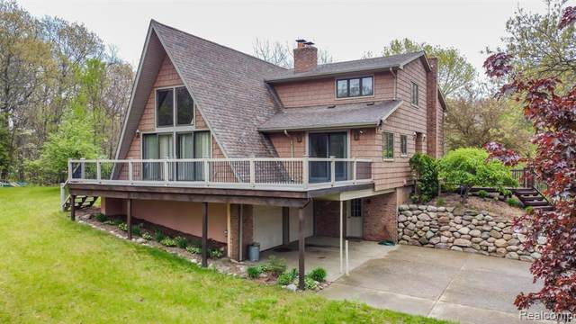 16121 Catalpa Ridge Dr, Holly, MI 48442 (MLS #2210035511) :: The BRAND Real Estate