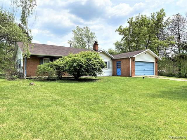 1335 E Rose Center Rd, Holly, MI 48442 (MLS #2210035691) :: The BRAND Real Estate