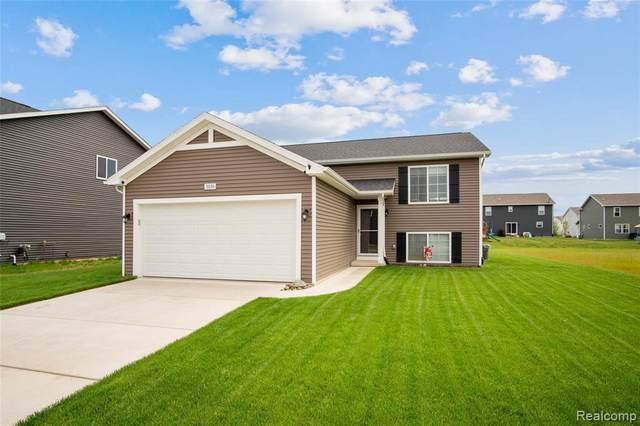 3030 Ivy Wood Cir, Howell, MI 48855 (MLS #2210038654) :: The BRAND Real Estate