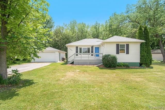 7301 Hill Rd, Swartz Creek, MI 48473 (MLS #2210041709) :: The BRAND Real Estate