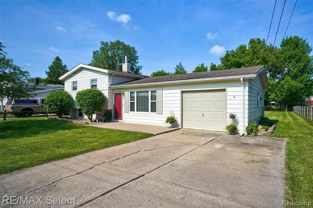 2358 Maplelawn Dr, Burton, MI 48519 (MLS #2210043946) :: The BRAND Real Estate