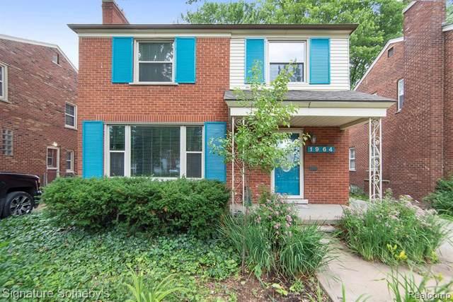 1964 Prestwick Rd, Grosse Pointe Woods, MI 48236 (MLS #2210047891) :: Kelder Real Estate Group