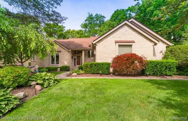 29121 Forest Hill Crt, Farmington Hills, MI 48331 (MLS #2210049838) :: Kelder Real Estate Group