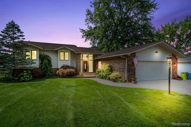 854 Beachway Crt, White Lake, MI 48383 (MLS #2210045316) :: Kelder Real Estate Group