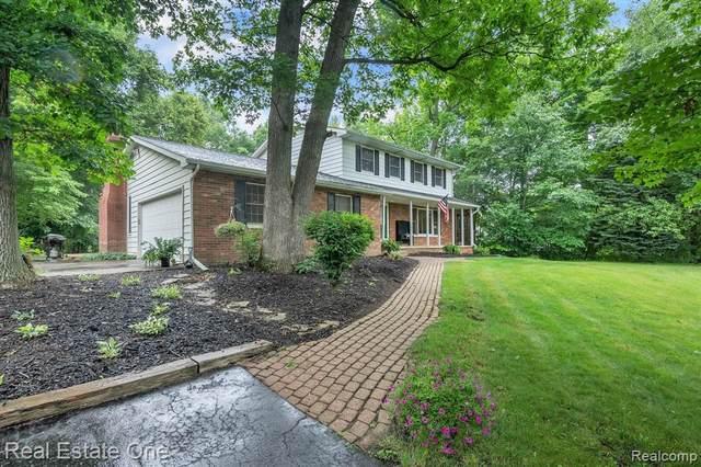 9224 Wild Oaks Cir, South Lyon, MI 48178 (MLS #2210055383) :: Kelder Real Estate Group