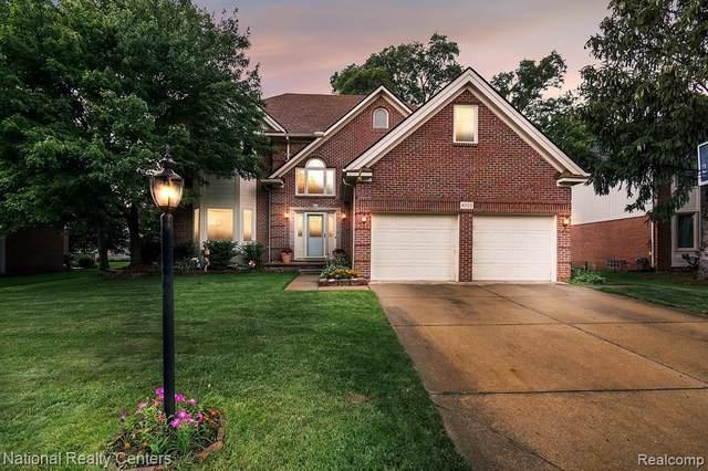 4909 Somerton Dr, Troy, MI 48085 (MLS #2210055219) :: Kelder Real Estate Group