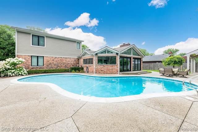 19952 E Doyle Pl, Grosse Pointe Woods, MI 48236 (MLS #2210055589) :: Kelder Real Estate Group