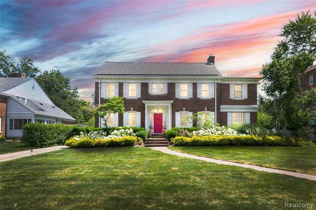 1114 Buckingham Rd, Grosse Pointe Park, MI 48230 (MLS #2210055609) :: Kelder Real Estate Group