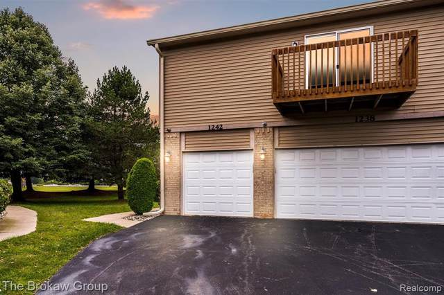 1242 Bay Crt, Holly, MI 48442 (MLS #2210065745) :: The BRAND Real Estate