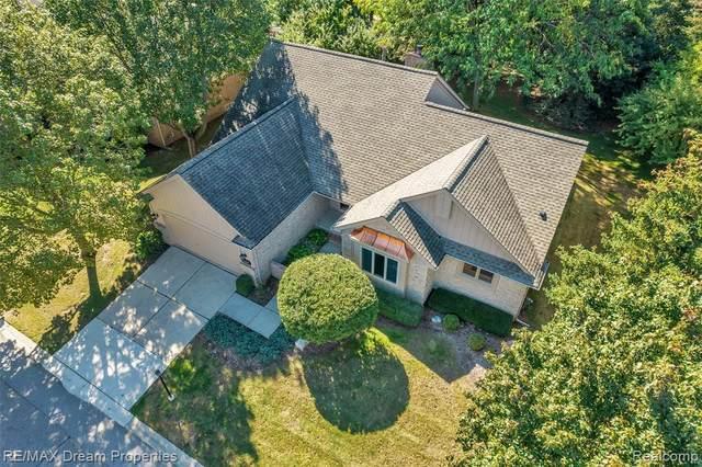 16897 Country Knoll Dr, Northville, MI 48168 (MLS #2210080512) :: Kelder Real Estate Group