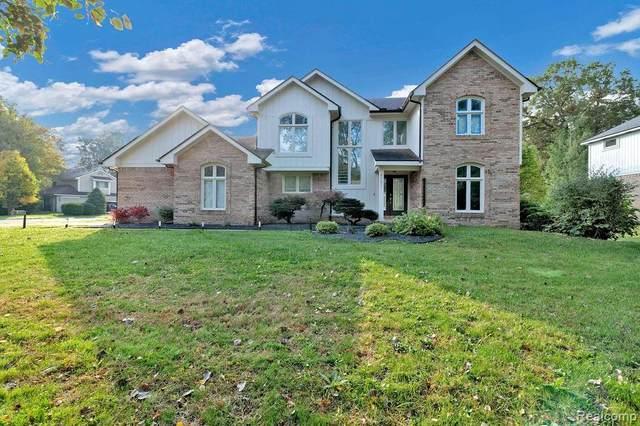 4981 W Pond Cir, West Bloomfield, MI 48323 (MLS #2210085255) :: Kelder Real Estate Group
