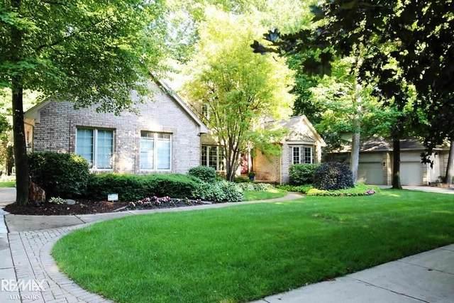 53526 Hunters Crossing Drive, Shelby Twp, MI 48315 (MLS #50045678) :: Kelder Real Estate Group