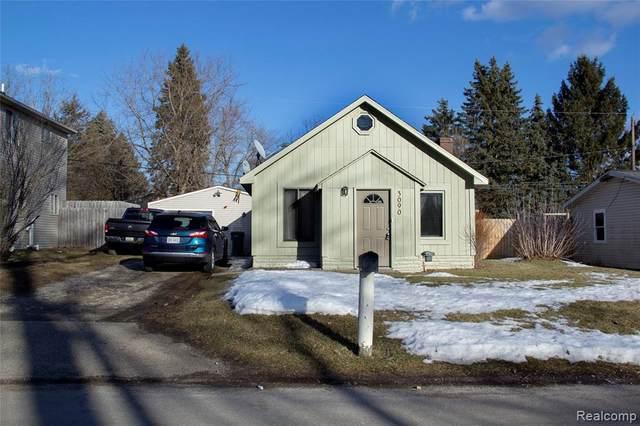 3090 Hill Rd, Auburn Hills, MI 48326 (MLS #2210011207) :: The BRAND Real Estate