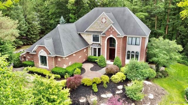 955 Hill Hollow Ln, Milford, MI 48381 (MLS #2210048010) :: Kelder Real Estate Group