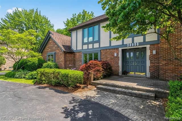 30998 Westwood Rd, Farmington Hills, MI 48331 (MLS #2210045332) :: Kelder Real Estate Group