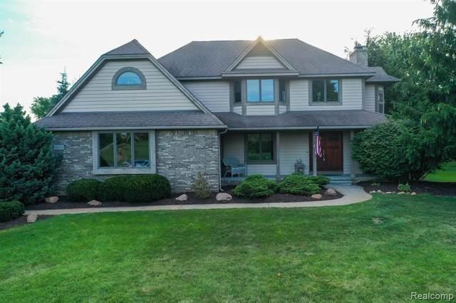 8458 South Shore Dr, Clarkston, MI 48348 (MLS #2210066605) :: Kelder Real Estate Group
