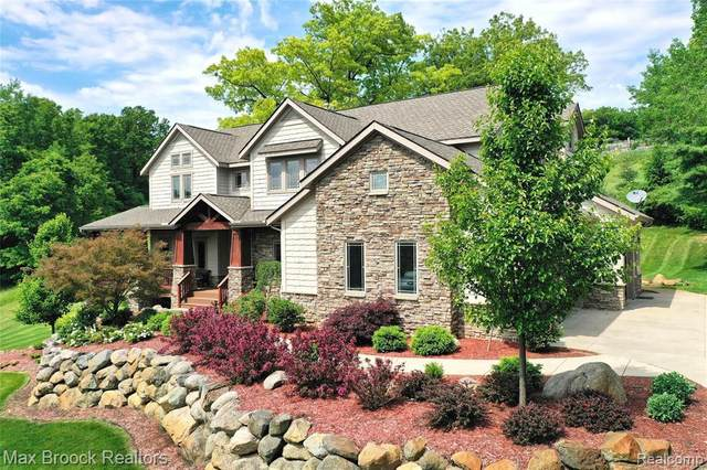 9316 Grand Summit Drive, Fenton, MI 48430 (MLS #2210043402) :: The BRAND Real Estate