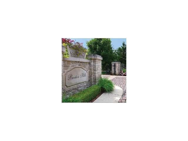 155 Bridgeview, Bloomfield Hills, MI 48304 (MLS #216105001) :: The Tom Lipinski Team at Keller Williams Lakeside Market Center