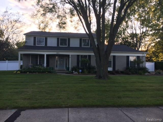 3971 Estates Dr, Troy, MI 48084 (MLS #217073954) :: The Peardon Team