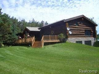 4340 Lahring Rd, Holly, MI 48442 (MLS #217082444) :: The John Wentworth Group