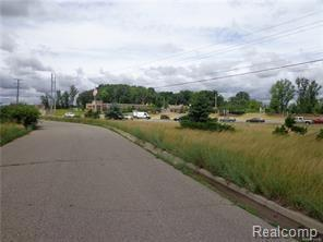 Highland Road 5.54 Acres, Hartland, MI 48353 (MLS #218002489) :: The John Wentworth Group
