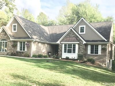 12865 Elk Run Pkwy, Holly, MI 48442 (MLS #219033071) :: The John Wentworth Group