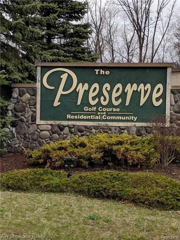 9452 Preserve Dr, Fenton, MI 48430 (MLS #219035005) :: The John Wentworth Group