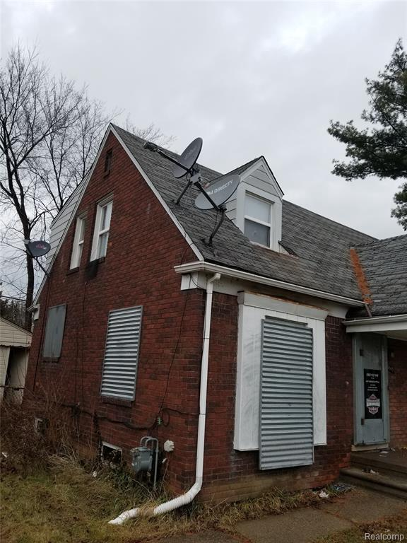 18651 Kelly Rd, Detroit, MI 48224 (MLS #219071111) :: The John Wentworth Group